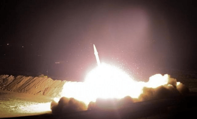 伊朗导弹投掷的精确度是显而易见的:都击中了关键位置,但都在无人区域。 伊朗发动导弹攻击美国