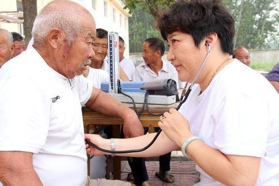 50到60岁以上的老人,血压水平多少才算是正常?标准不一样