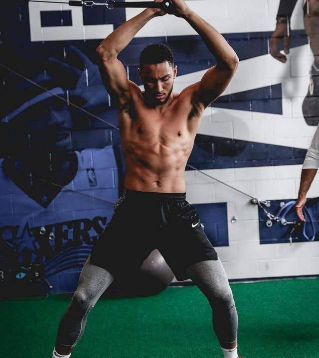 现役肌肉劲爆的5大小将,戈登男模身材,西蒙斯比幼詹更壮插图(4)