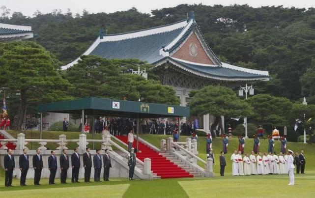从韩国总统卢武铉事件:看韩国政治转型,民主化进程任重道远
