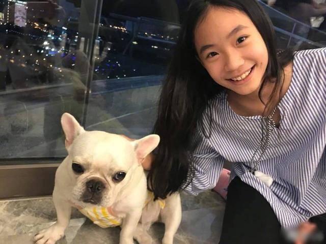 小s二女儿拍大片秀好身材,Lily笑容甜美曾被称为女版易烊千玺插图(9)