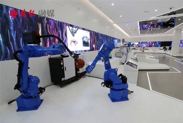 今天,蓝绍敏宣布其中心开业!