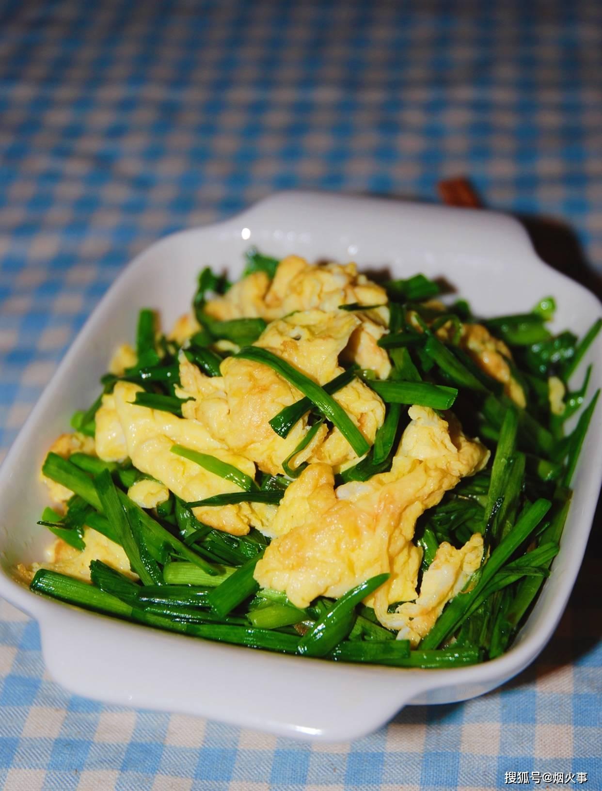 蒜苗炒鸡蛋,先炒鸡蛋还是先炒蒜苗?这样做蒜苗不老鸡蛋嫩滑,下酒下饭都美味