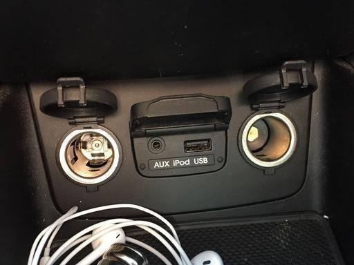 开车不让吸烟,为何车上还设计点烟器?老司机
