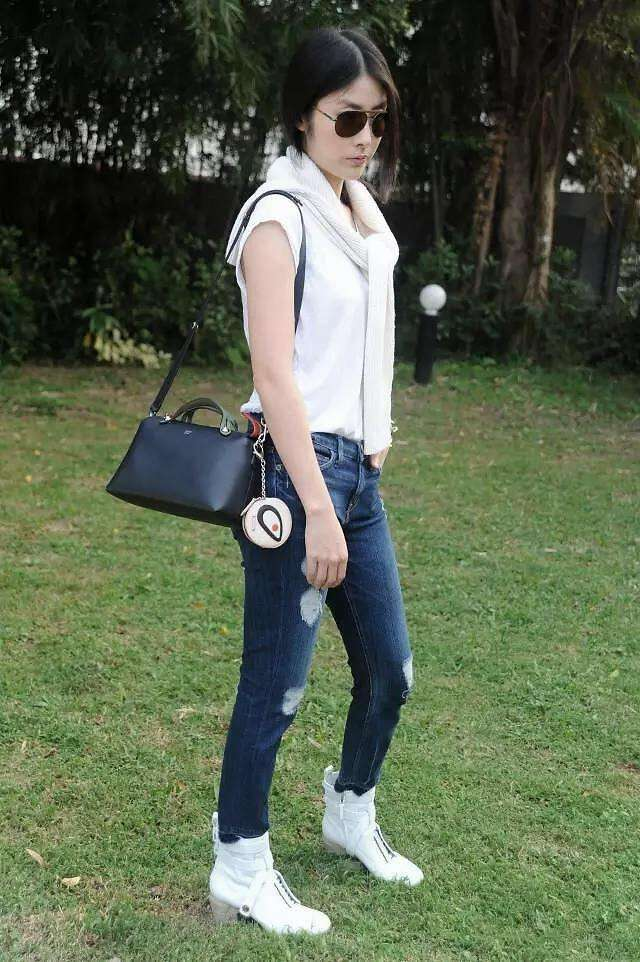 陈慧琳气质高贵,46岁也不显老,就是穿的衣服鞋子太丑了!