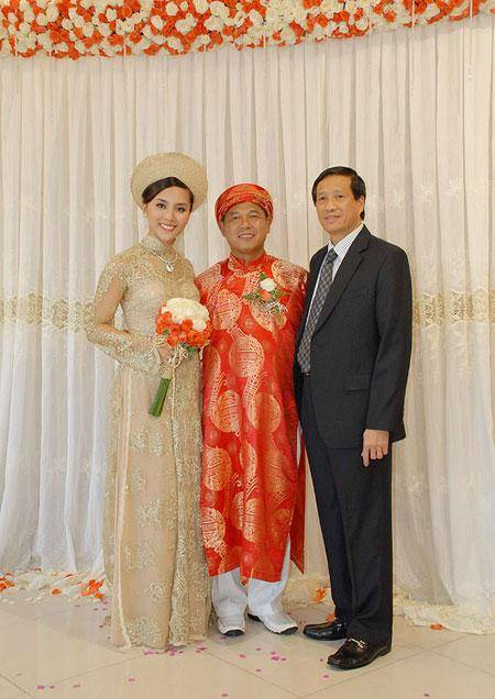 越南环球小姐嫁大19岁富豪,穿短裙腰细腿长,成手握4400万股份贵妇