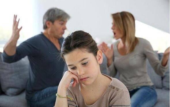 原创妈妈在家是这种地位,女儿易成讨好型人格?未来婚姻可能也受牵连