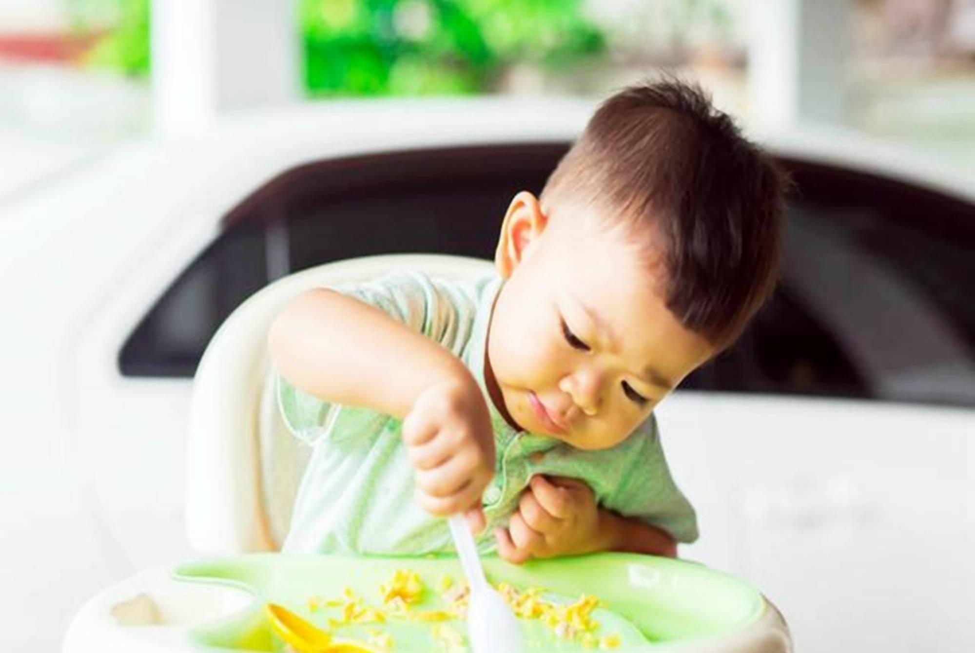 """孩子两岁前能吃""""大人饭""""吗?儿科医生:三岁前吃都算""""毒辅食""""  第1张"""