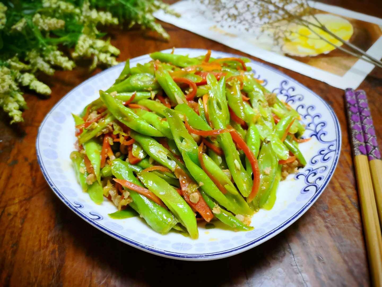 秋天这菜正鲜美,很多人喜欢用它包饺子,其实炒着吃最香,特开胃
