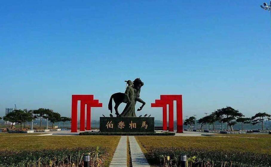 山东菏泽有个县,是伯乐故里,常住人口64.37万,GDP1476712万