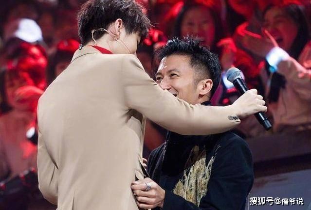 谢霆锋40岁生日,粉丝布置得像求婚现场,但女友王菲却不见踪影