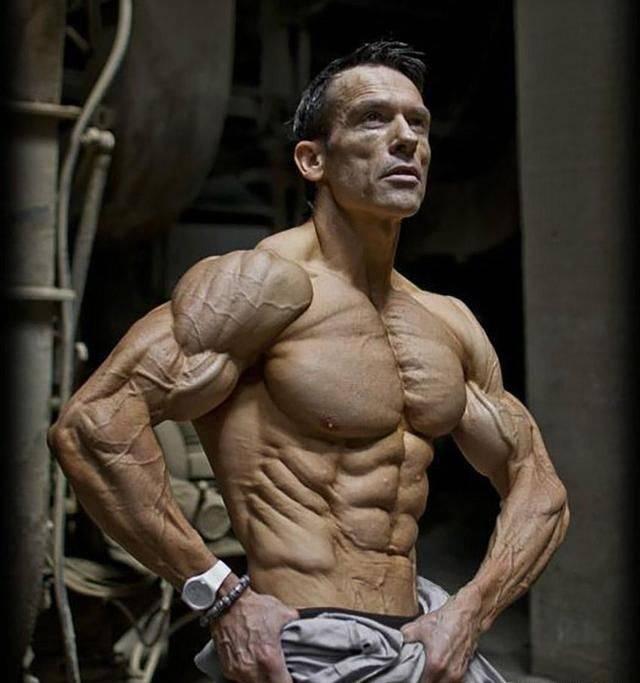 中看不中用?肌肉男和搬运工,肌肉差距有多大?