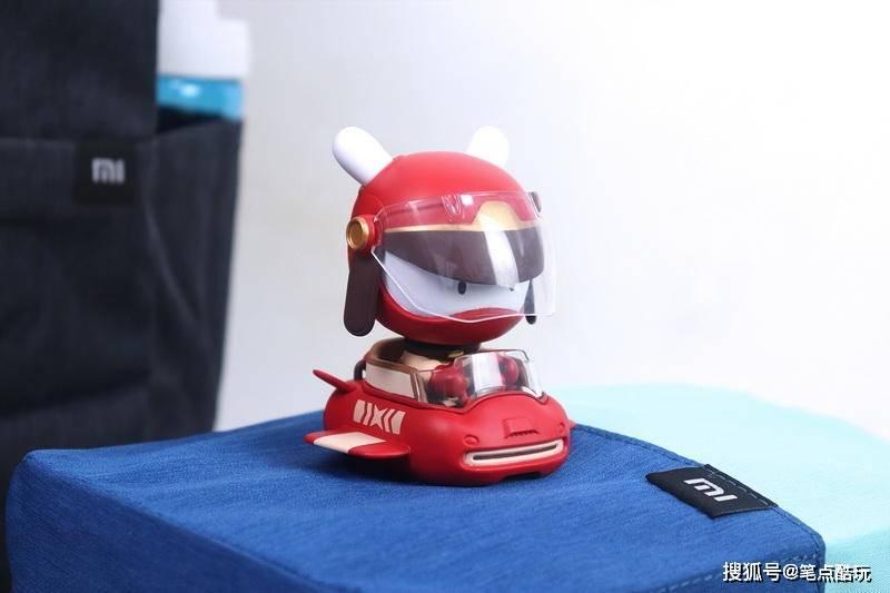 小米十周年来自未来的朋友盲盒开箱:不给开飞机,我就蜜汁模样!