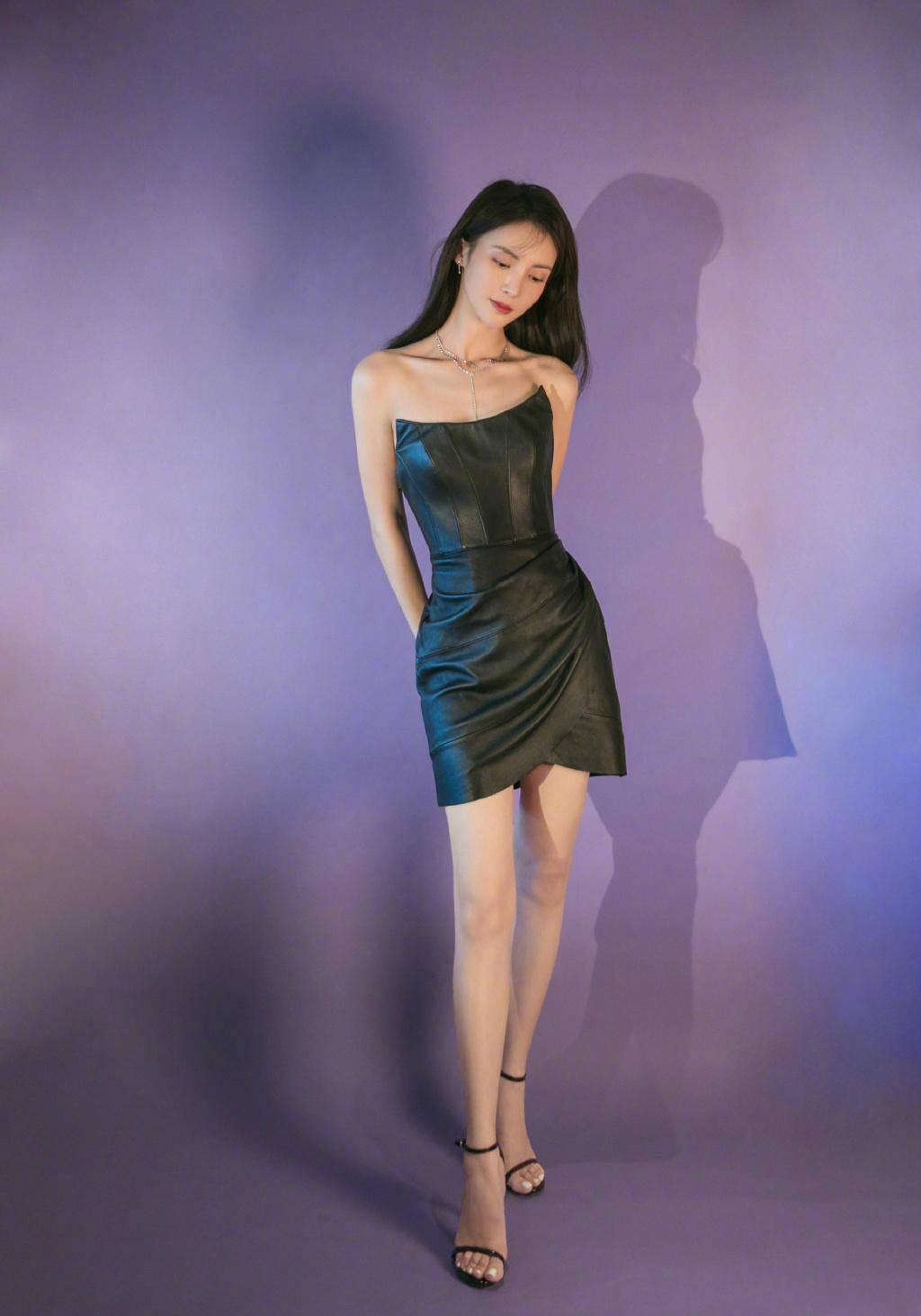 """金晨这""""舞蹈家""""身材太优美,穿紧身抹胸小黑裙,三七比例真少见"""