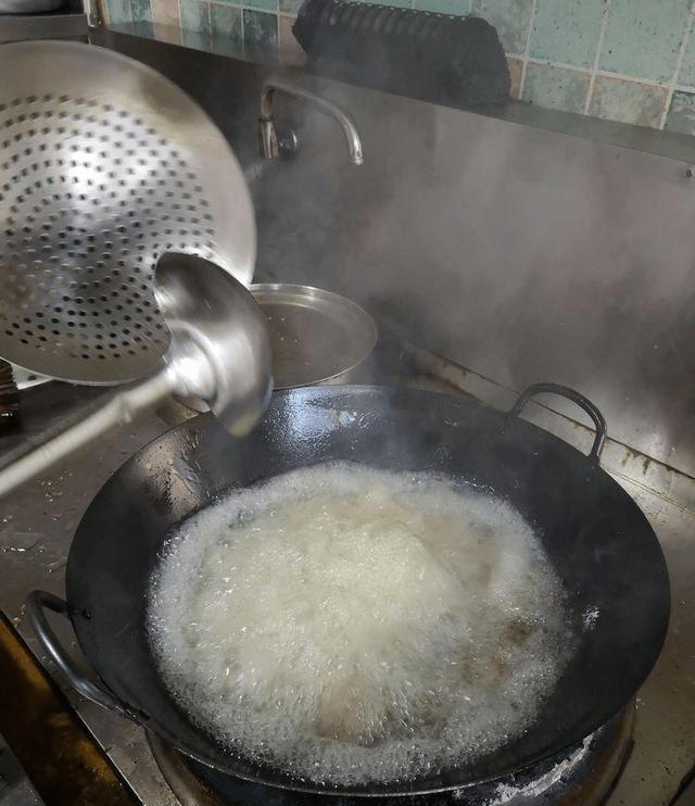 土豆条藕条黄瓜条花菜木耳各100克卤排骨