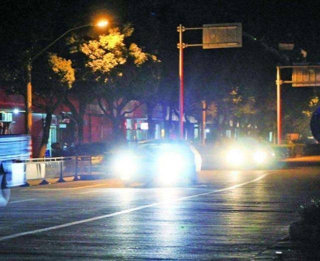 汽车前灯是照明的一种功