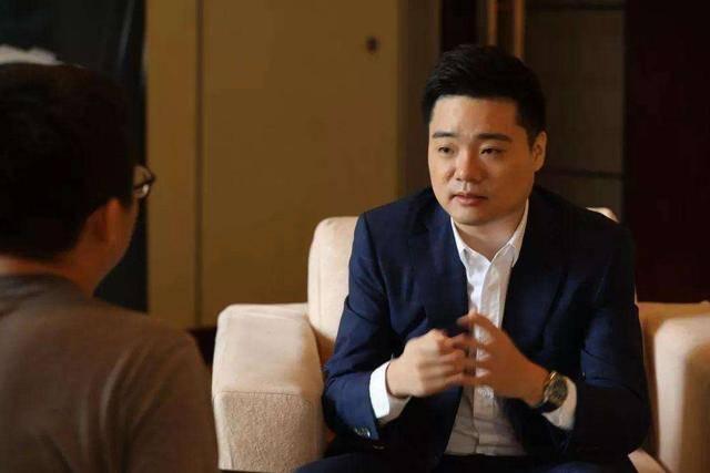 中国的第一名台球选手丁俊晖的年收入是