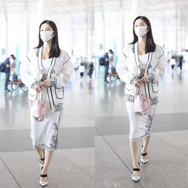 初秋时节,流行穿白色、简洁、清爽、浓