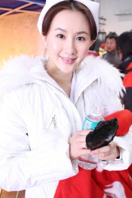 37岁晶女郎孟瑶仳离!靠火辣身体出道,与富豪前夫婚12年育有一子(图5)