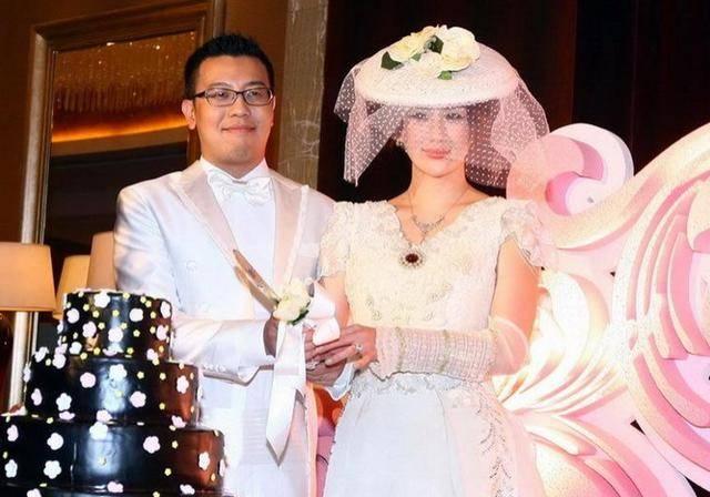 37岁晶女郎孟瑶仳离!靠火辣身体出道,与富豪前夫婚12年育有一子(图3)