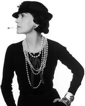 原创             万种风情不如一条串珠项链,热巴诠释华丽感,宋茜娜扎女神范十足