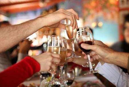 开个餐厅,亲戚朋友经常来吃饭,是免费