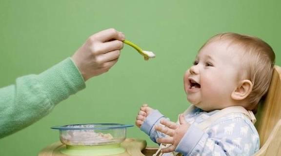 妈妈担心:宝宝已经8月份了,怎么加辅食
