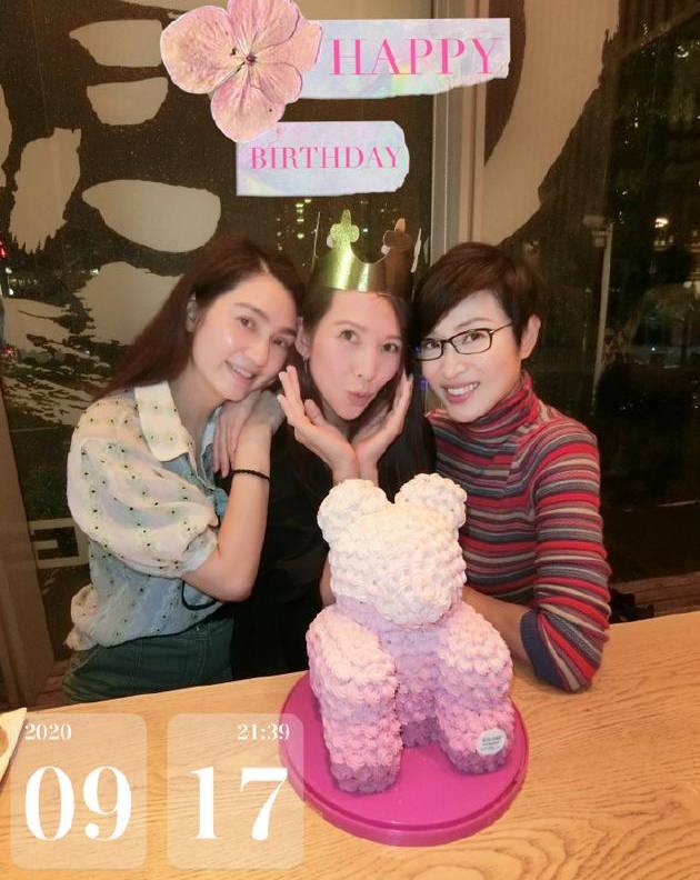 陈法蓉洪欣为蔡少芬庆祝生日 闺蜜同框聚会开心又养眼