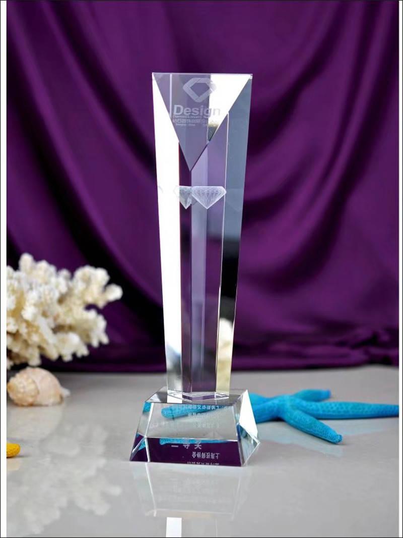 科候奖杯定制:水晶奖杯厂家告诉你水晶工艺品是如何受人们喜爱