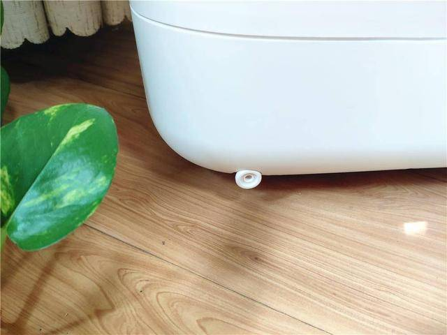 HITH智能足浴Q3的外包装通常与我们常见的家用电器一样 在家好玩的智能产品