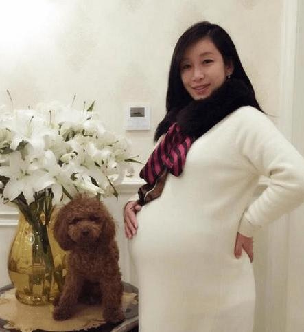怀孕晚期,准妈妈晚饭后可以出去看看