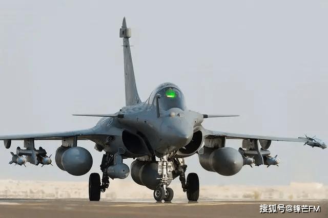 精锐阵风战斗机,飞抵拉达克展示实力,如何起飞是个问题!