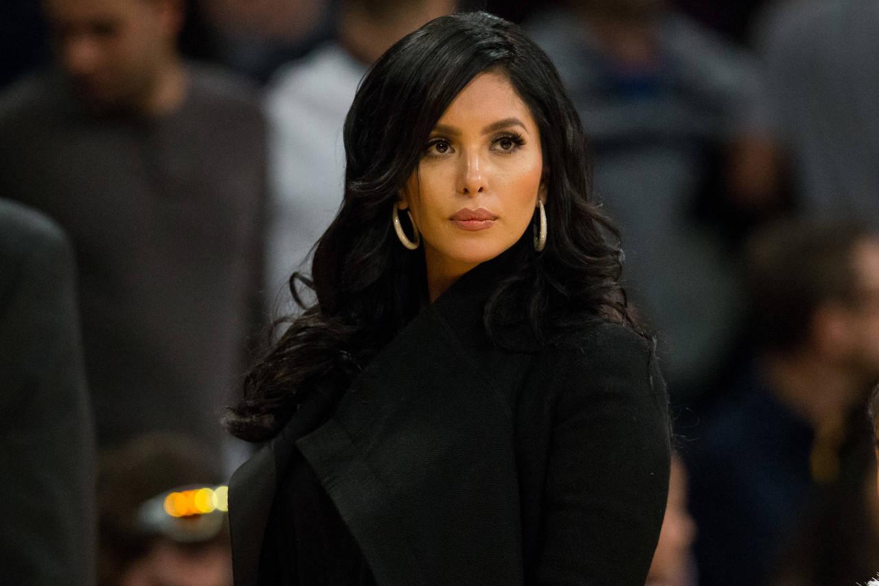 瓦妮莎起诉LA警局 指控警员偷拍坠机照私下分享