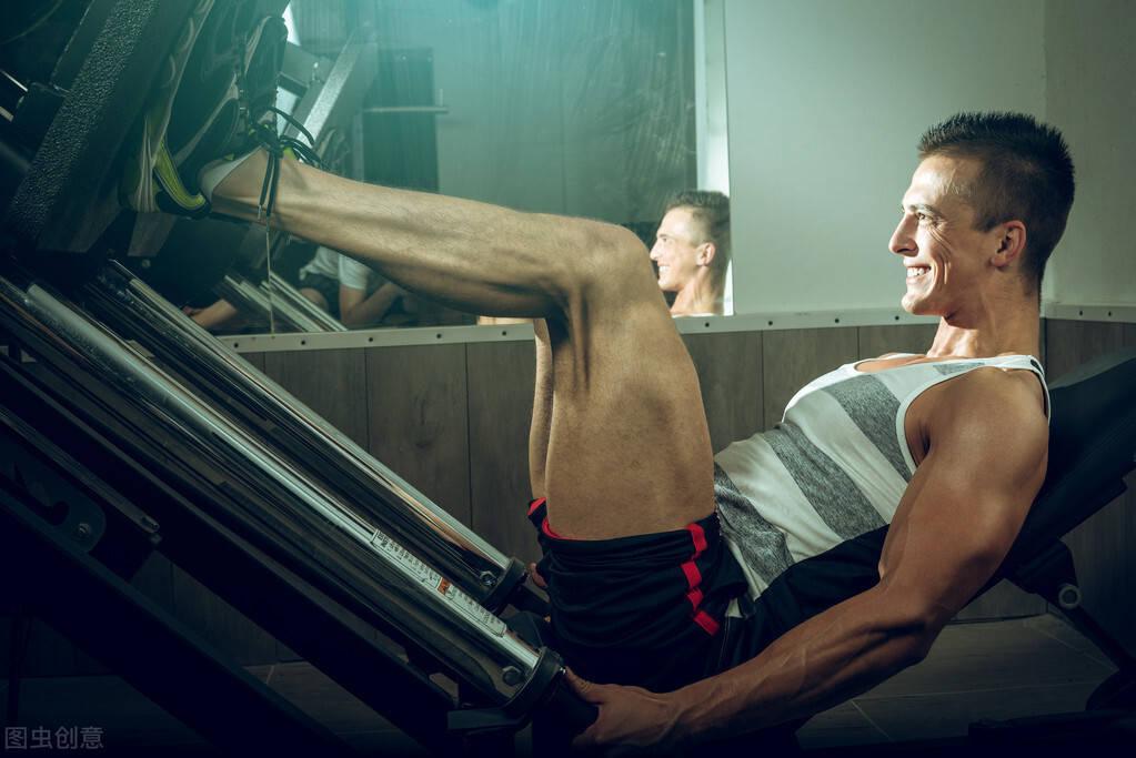 练腿虽苦,但好处多!一组腿部动作,帮你促睾、强壮下肢