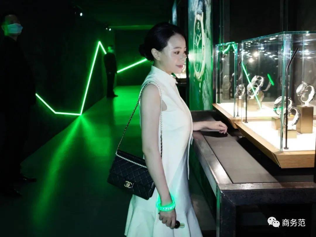 原创             李易峰、廖凡都喜欢,为什么这块表火了70年?