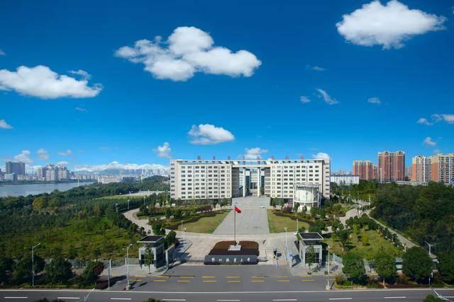 鄂州职业大学的新同学,你有一份入学指南待查收!