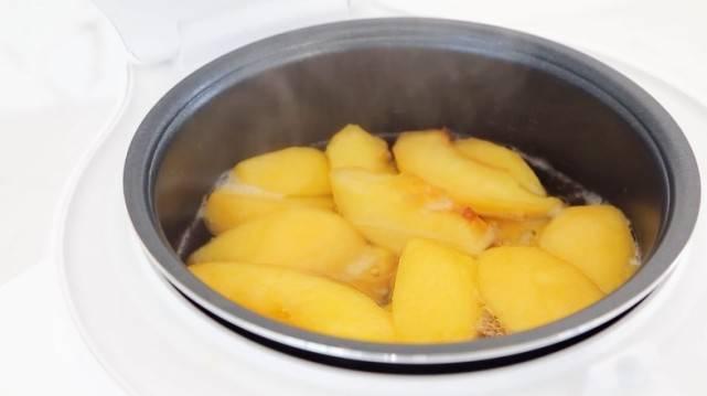 秋天,这水果我一买就是10斤,简单煮一煮,晒黑的皮肤白回来了