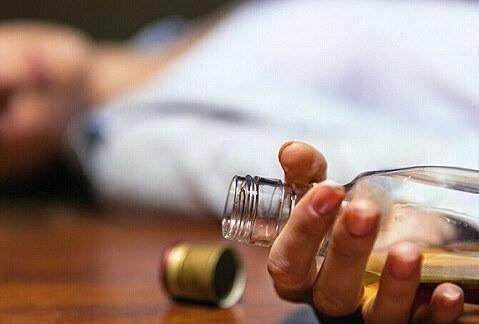 长期喝酒的人若身体有4种症状,说明是肝发出的信号,应该戒酒了