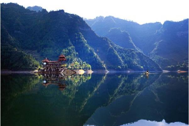 """重庆另一景点失火 被称为""""深山明珠"""""""