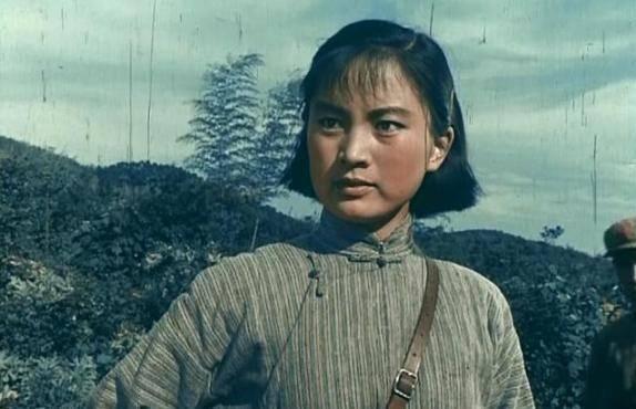 """张金玲:曾是北影""""三朵金花"""",忍痛息影换来离婚,今逆袭成画家"""