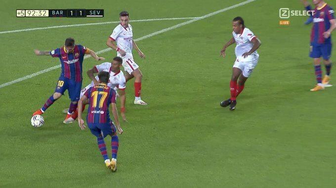 原创             漏判?梅西补时遭禁区内踩脚 皇马喉舌:该罚点球