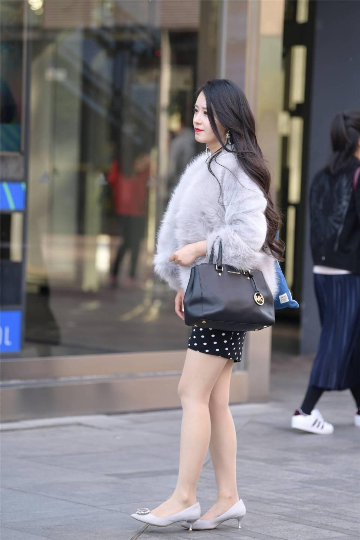 中秋 有穿皮草 紧身裙 高跟鞋的女性 比较优雅