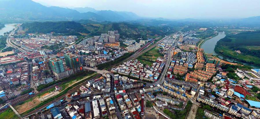 广西桂林一县 三面环水 有高铁站