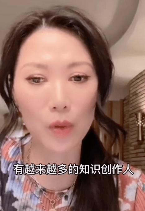 邓文迪化妆修图,就为了证明自己还年轻,但51岁年龄是事实啊!