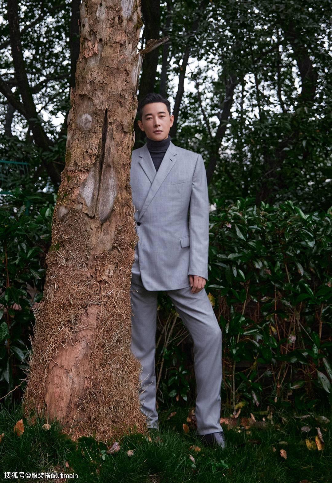 原创             跨界的罗晋型男范十足,灰西装配高领毛衣绅士帅气,行走的荷尔蒙