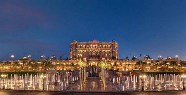 全世界最奢侈的酒店,耗费22吨黄金装饰,住一晚最贵需要20万