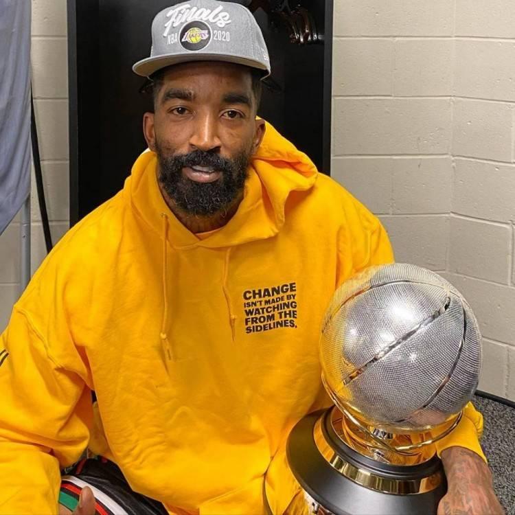 湖人队刚刚拿到了本赛季的NBA总冠军,可是随之而来也有许多的质疑