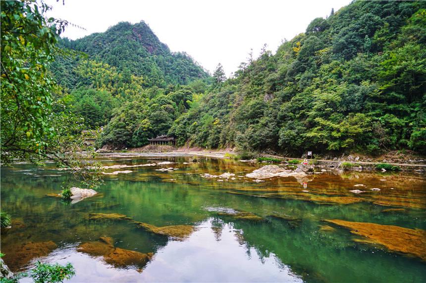 原创 福建最有故事的景区,一块石头4万平米,环境清幽,被称为宇宙之谜
