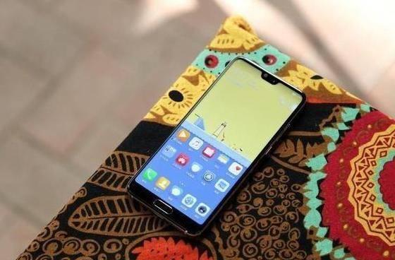 天鼎证券:苹果,三星,华为哪个品牌的手机采用的屏幕最高级?