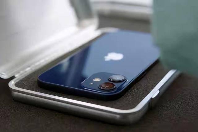 原创            羡慕133克的iPhone12?这三部安卓旗舰机一部比一部轻